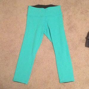Like new, teal Lululemon crop leggings